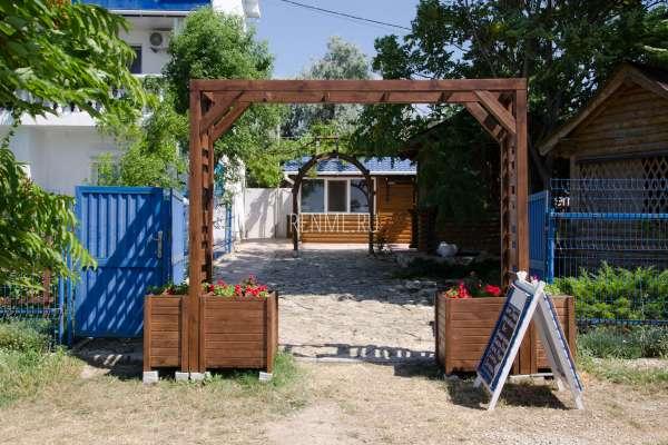 "Вход в кафе ""Terrasa"" летом 2019. Фото Оленевки"