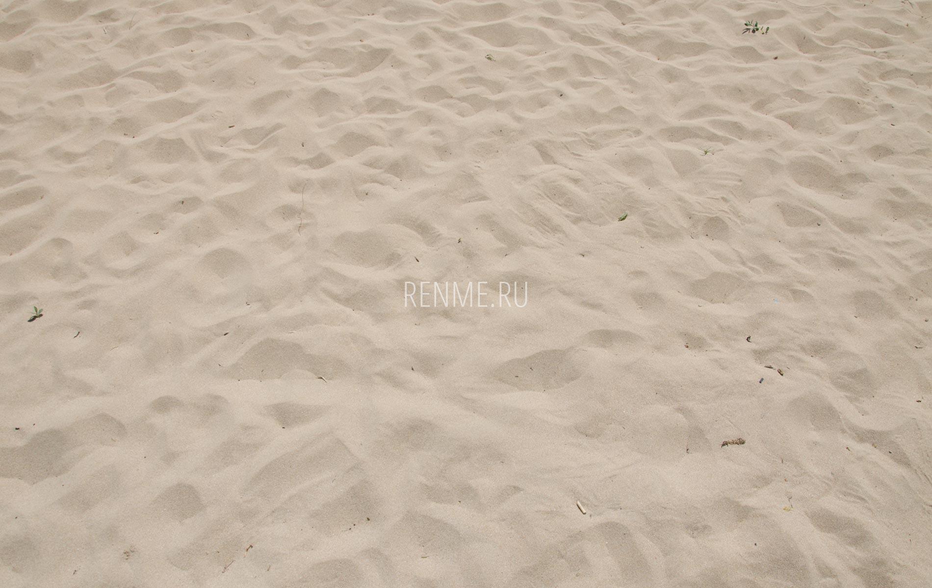 Золотой пляжный песок. Фото Заозёрного