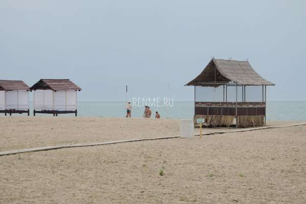 Пляж ждет гостей. Фото Прибрежного
