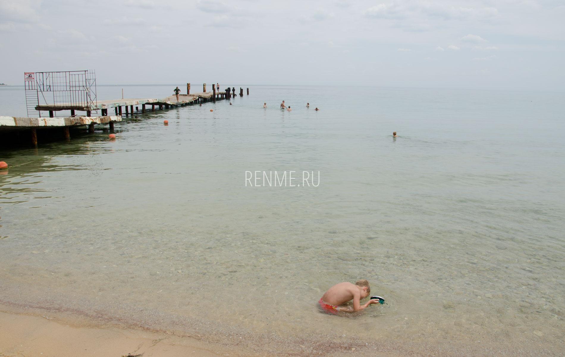 Море у пляжа. Фото Заозёрного