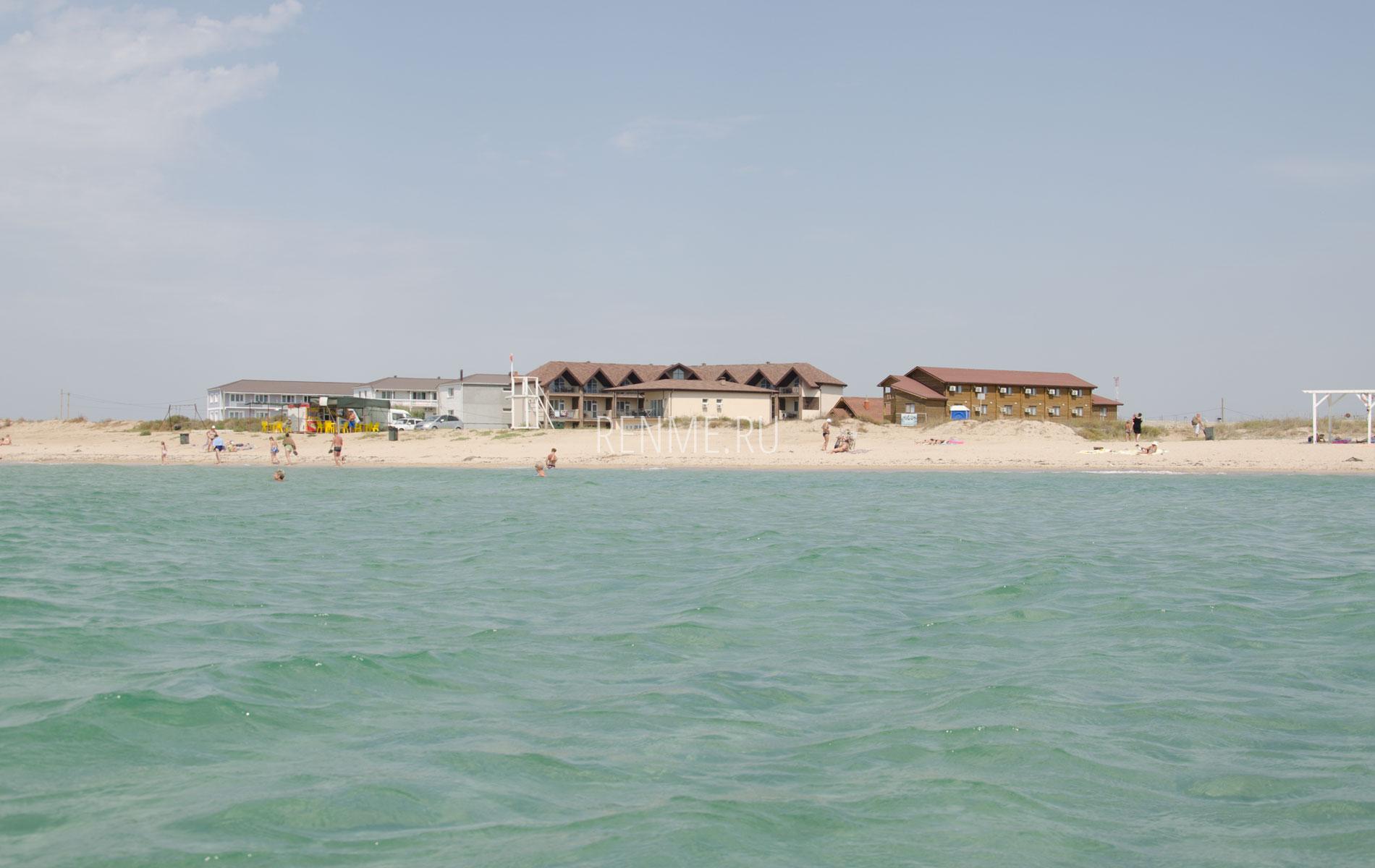 Отели на Западном берегу. Фото Заозёрного