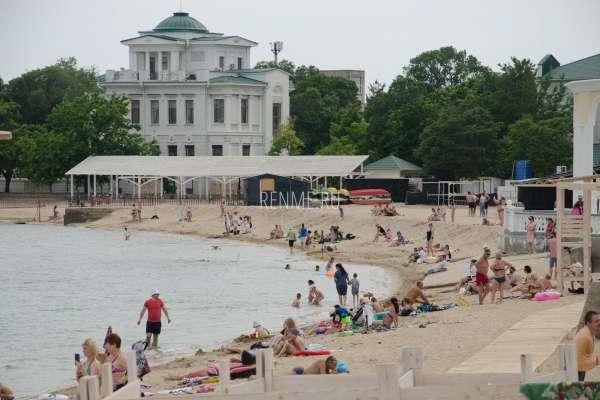 Пляж после снятия карантина. Фото Евпатории