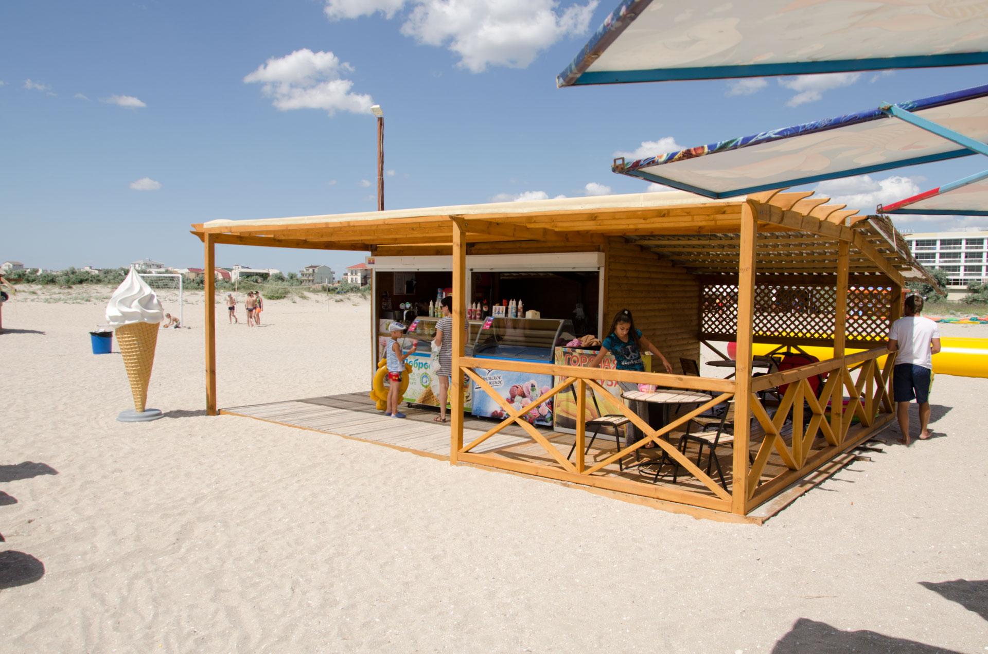 Квас, мороженое на пляже. Фото Мирного