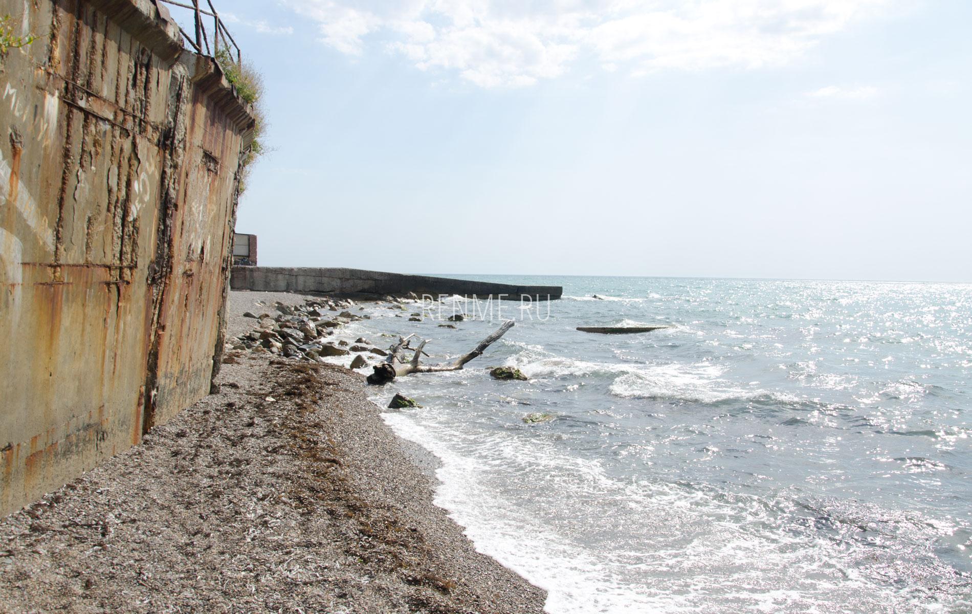 Размытый берег моря в Крыму. Фото Николаевки