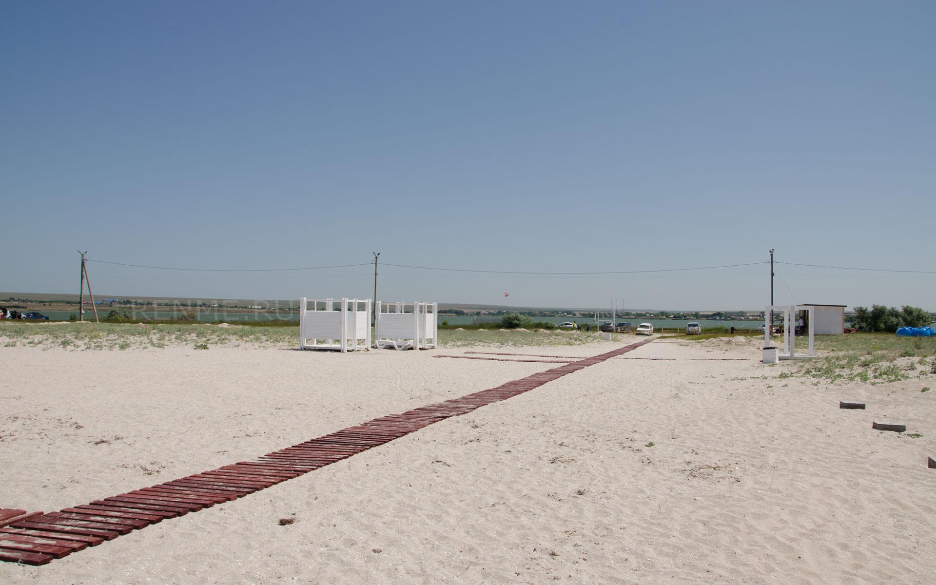 Песчаный бесплатный пляж в Оленевке. Фото Оленевки