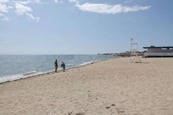 Пляж в начале сентября. Фото Заозёрного
