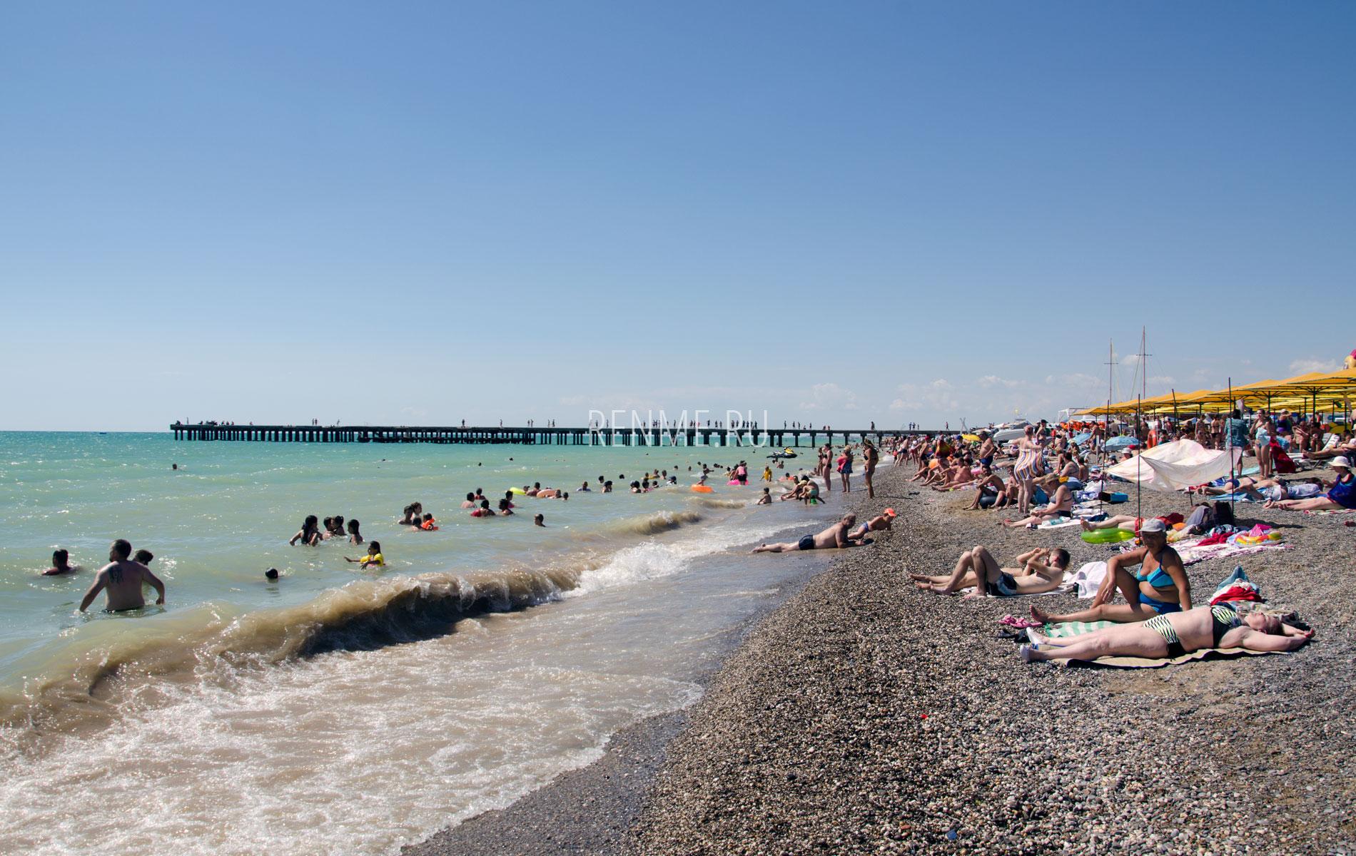 Галечные пляжи Черного моря. Фото Новофедоровки