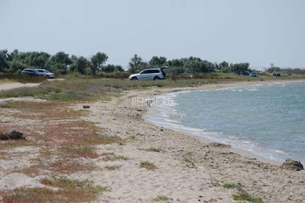 Берег озера в сторону моря. Фото Штормового