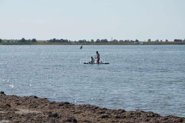 Катание на море на доске в Крыму. Фото Межводного