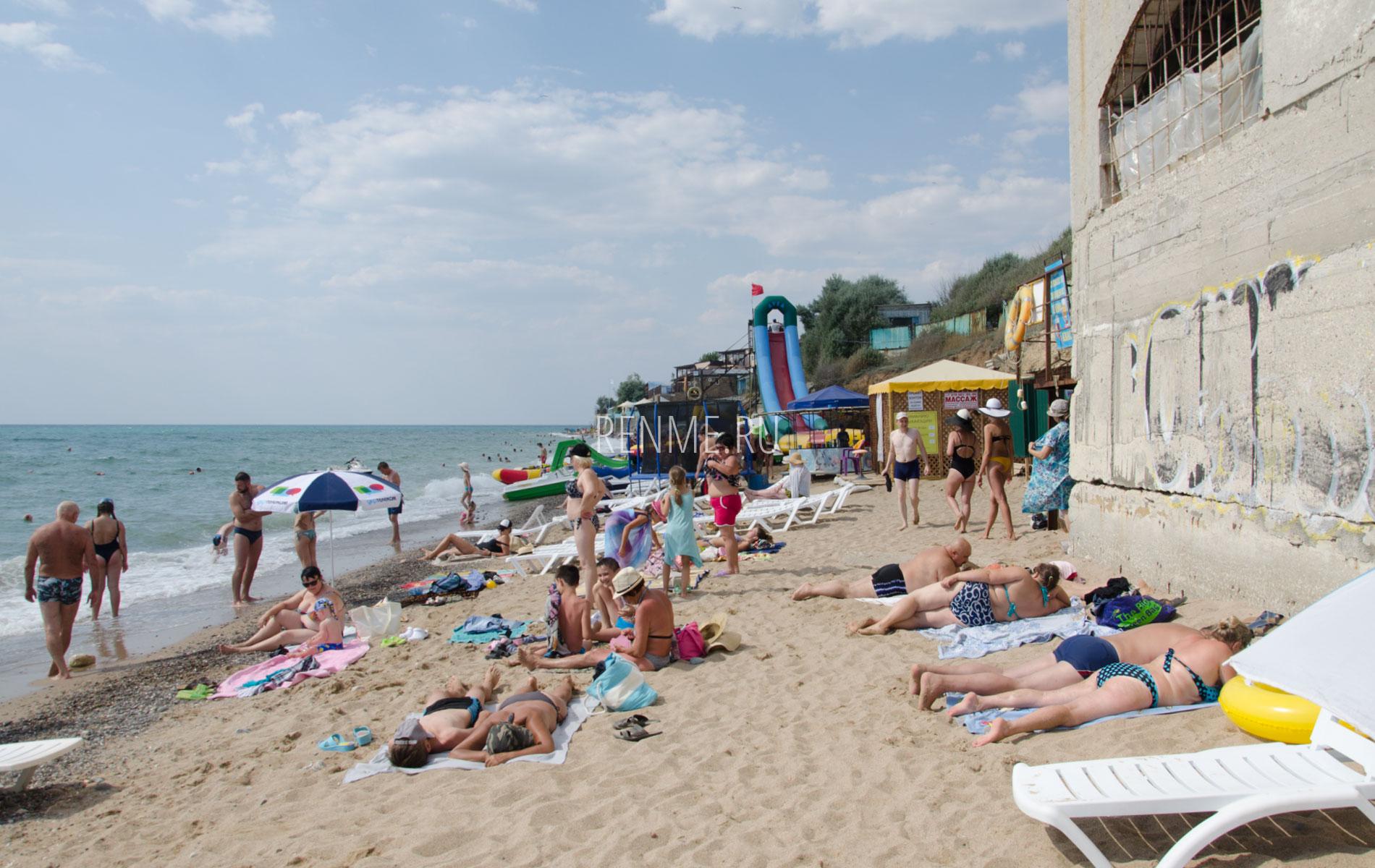 """Песочный пляж """"Южный"""" летом. Фото Николаевки"""