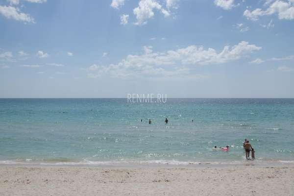 Фото пляжа и моря в Штормовом 2020. Фото Штормового