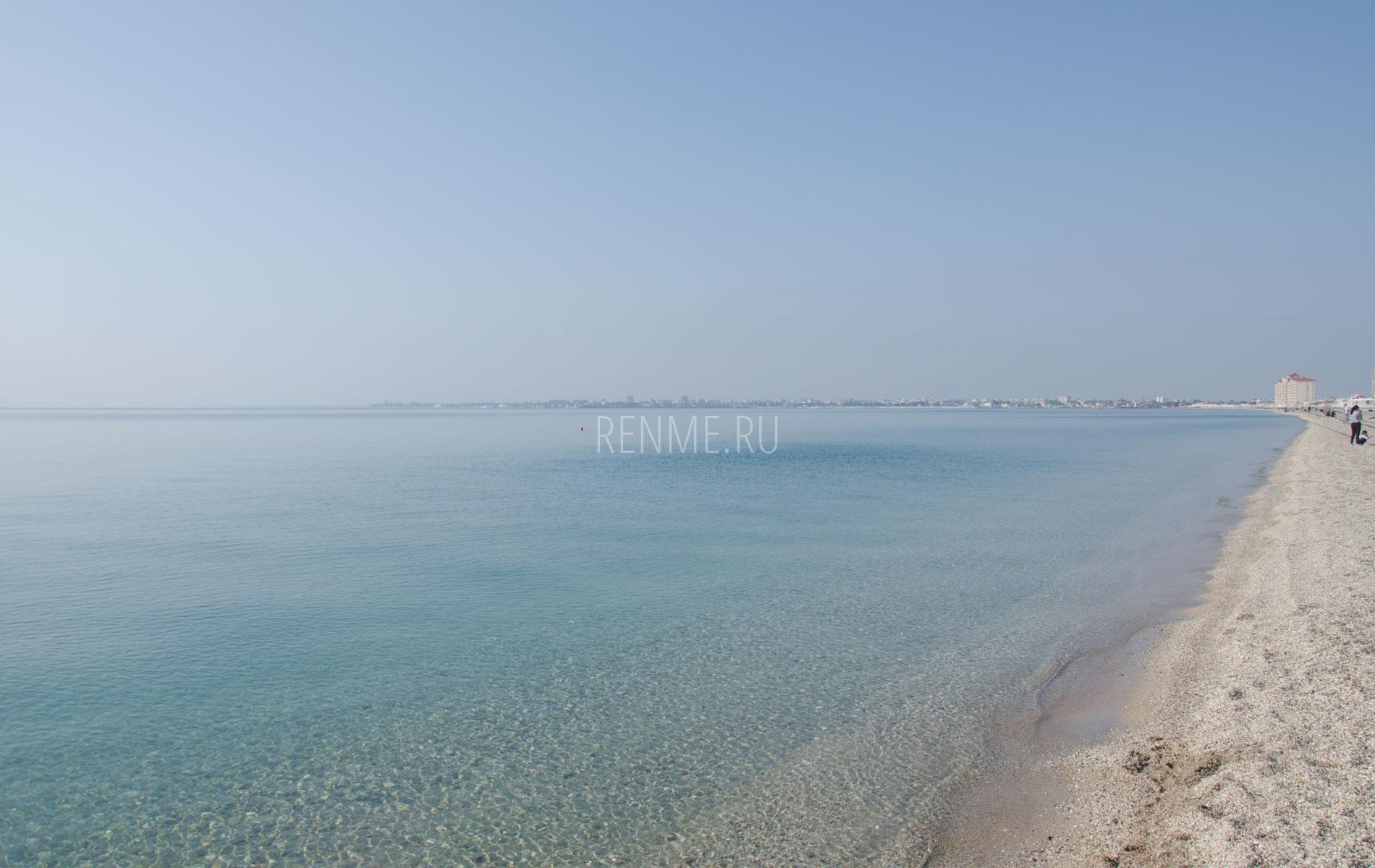 Берег моря в октябре 2019. Фото Евпатории