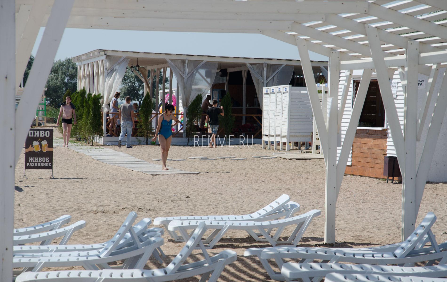 """Песчаный пляж """"Калипсо"""". Фото Заозёрного"""