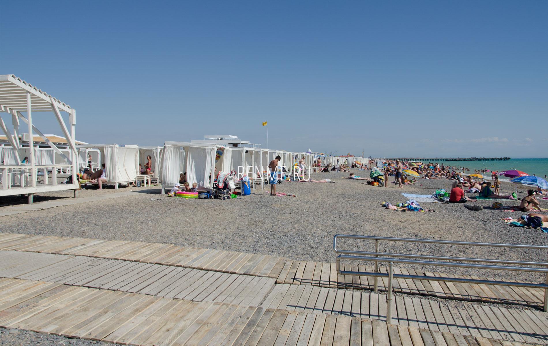 Этим летом на пляже в Новофедоровке. Фото Новофедоровки