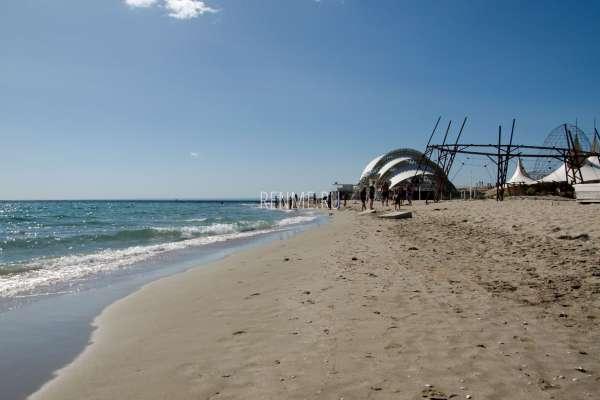 Z.CITY пляж в июле. Фото Поповки