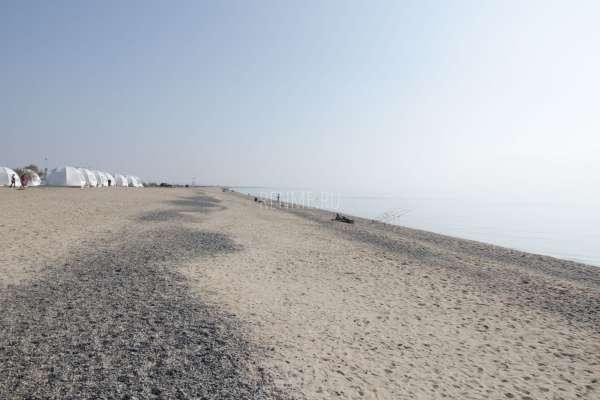 Осень 2019 на опустевшем пляже Евпатории. Фото Евпатории