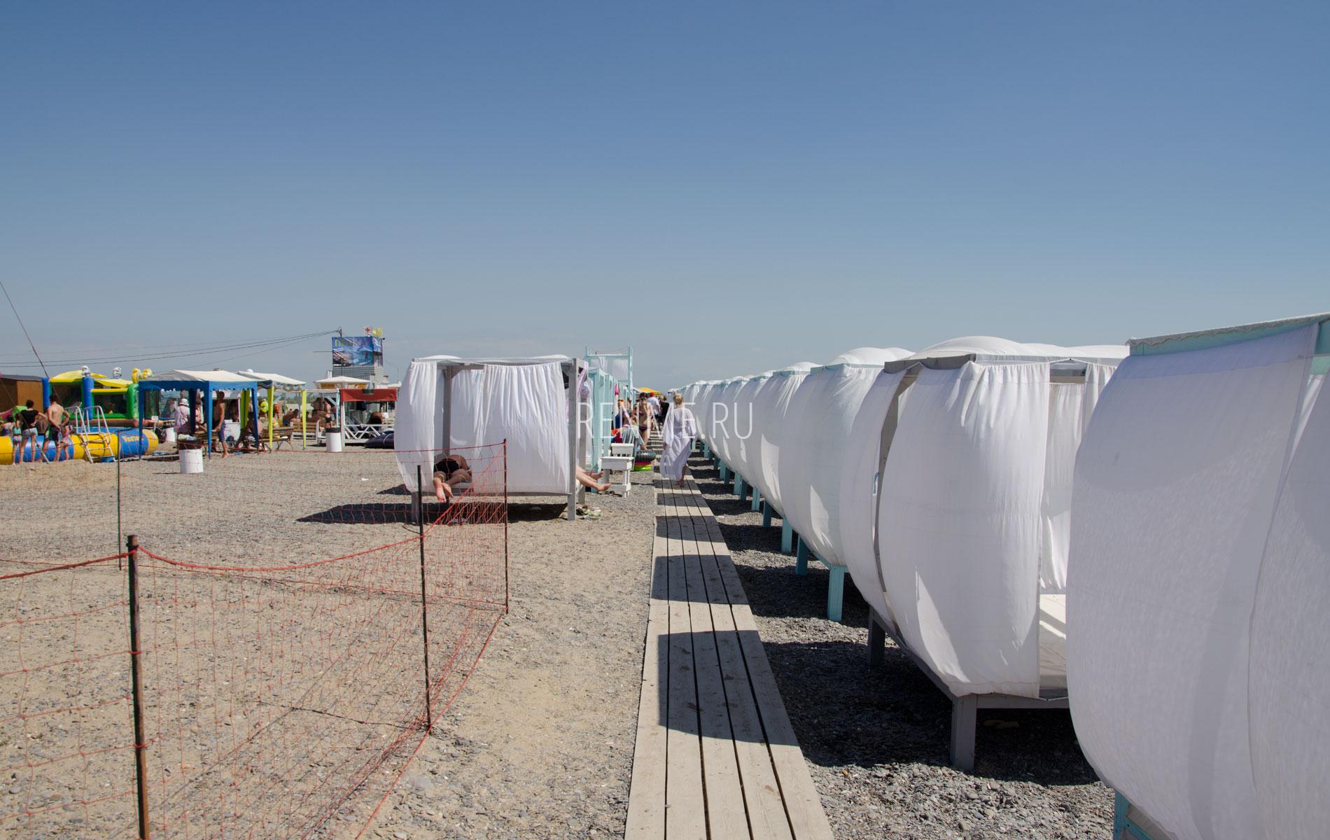 Бунгало на галечном пляже в Новофедоровке. Фото Новофедоровки