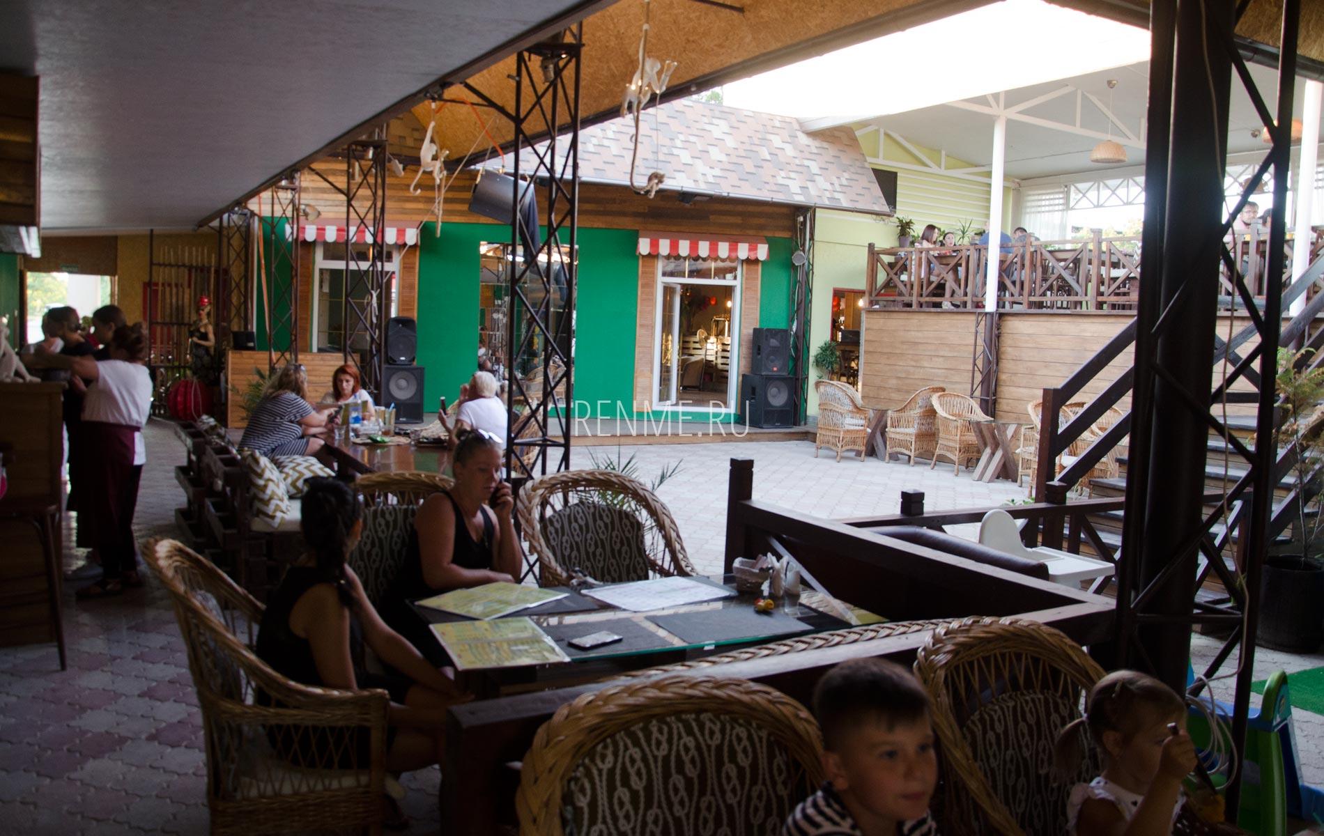 Кафе Аркадия в августе 2020. Фото Заозёрного