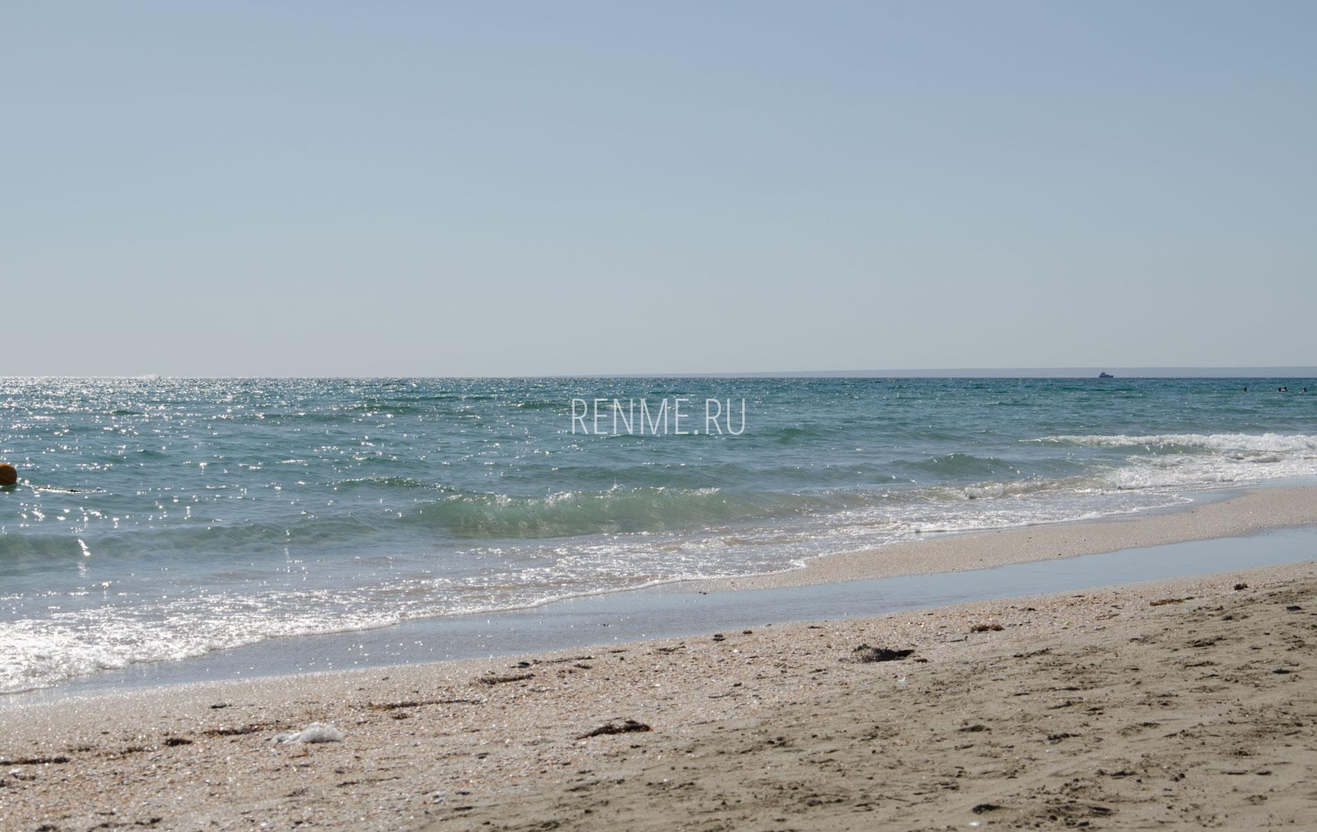 Пляж на Казантипе в июне. Фото Поповки