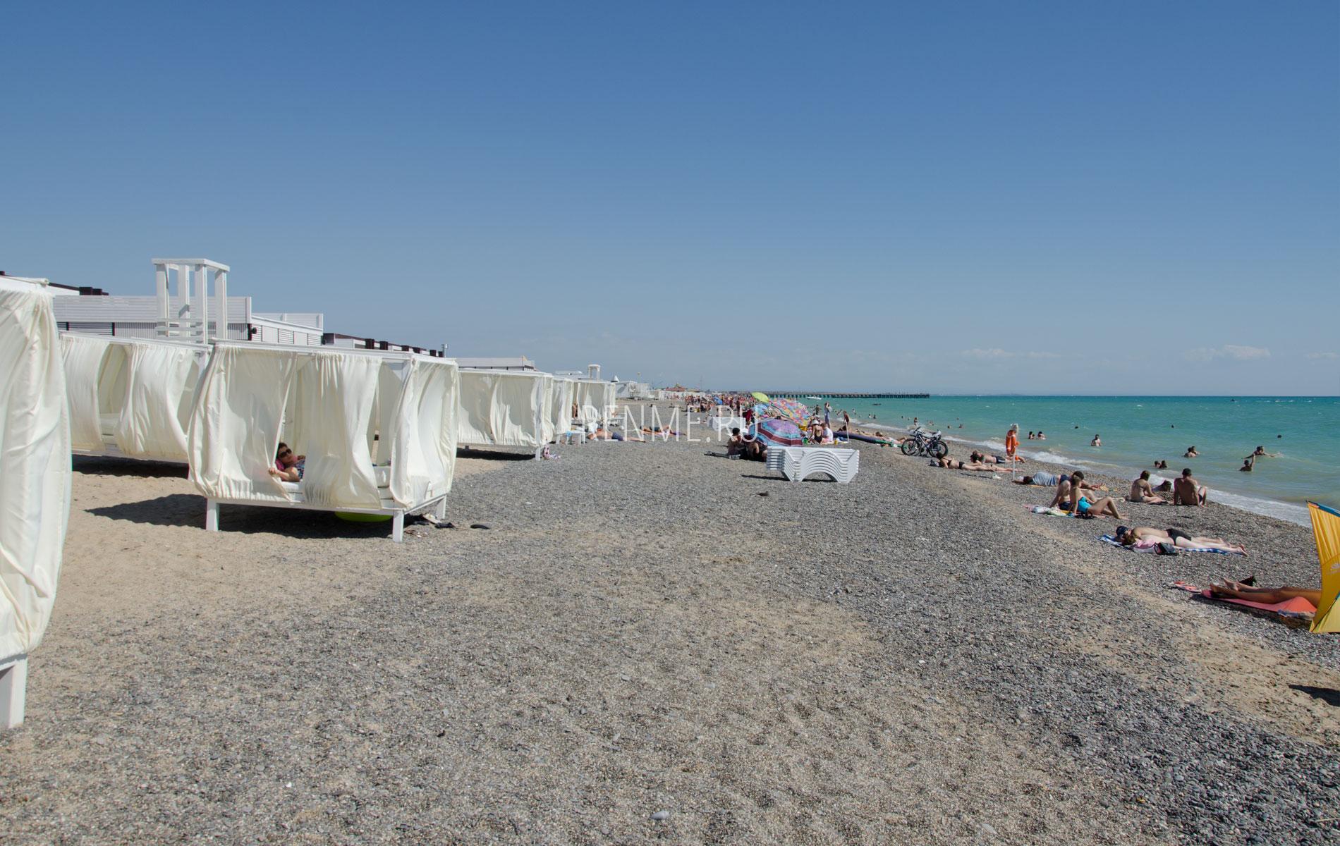 Самый лучший галечный пляж. Фото Новофедоровки