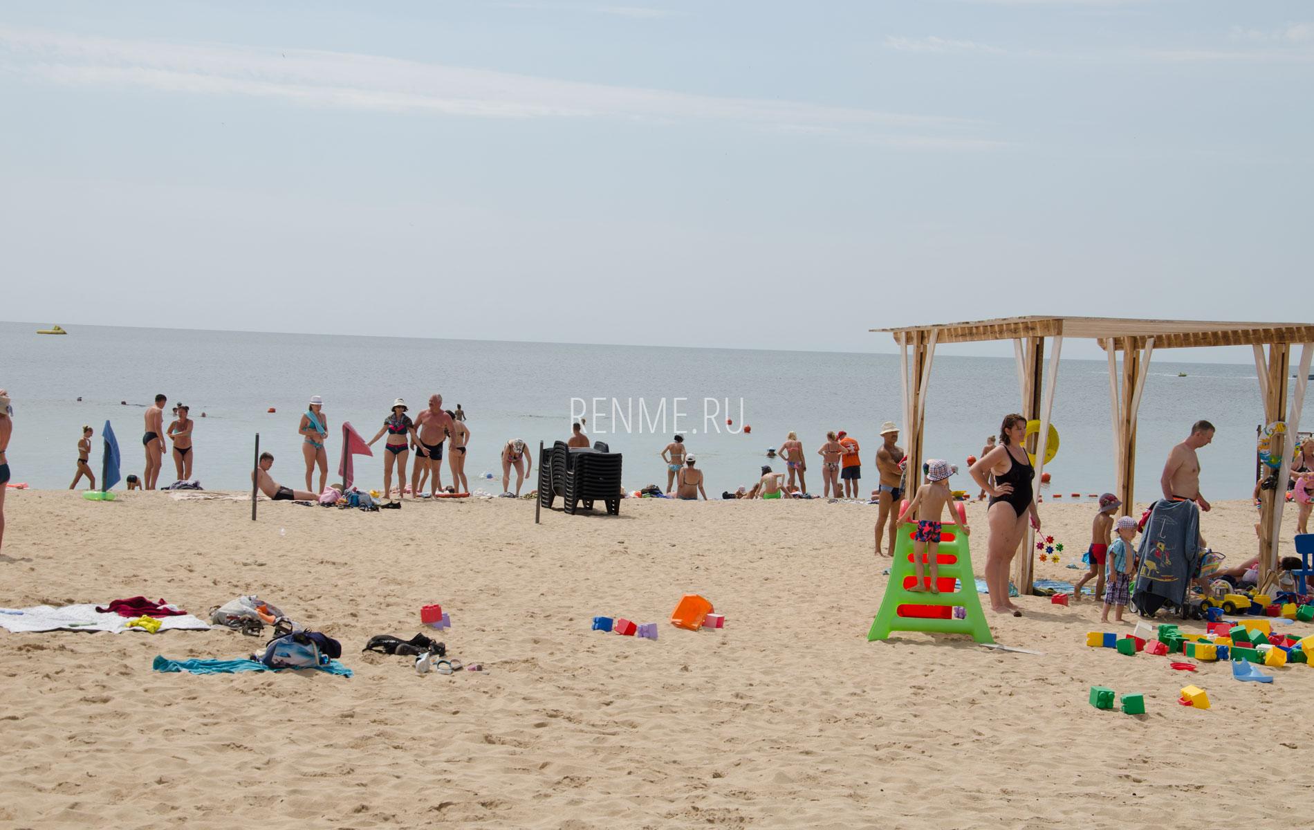 """Песчаный пляж """"Арго"""" в Заозёрном 2019. Фото Заозёрного"""