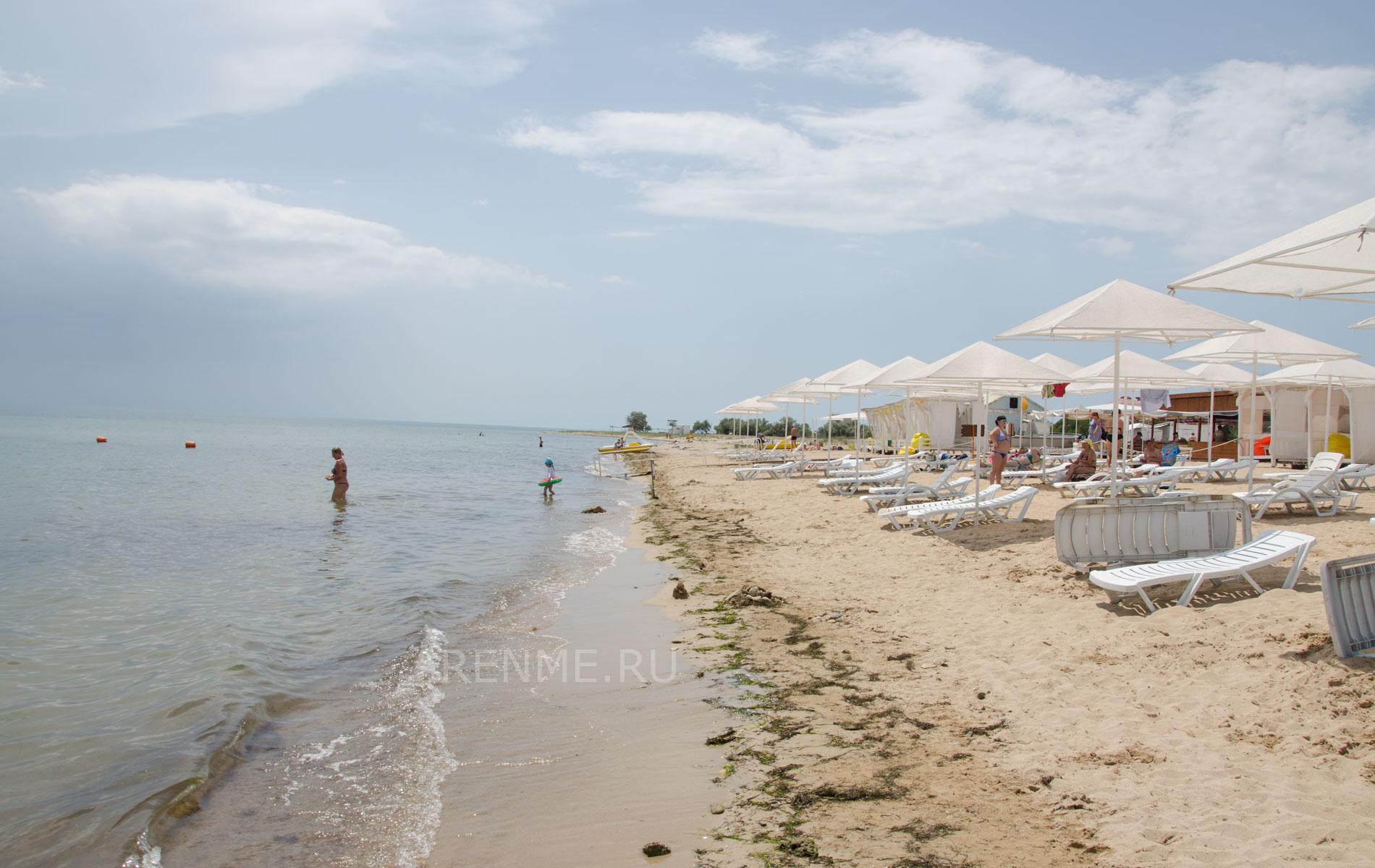 Море и пляж в Заозёрном. Фото Заозёрного