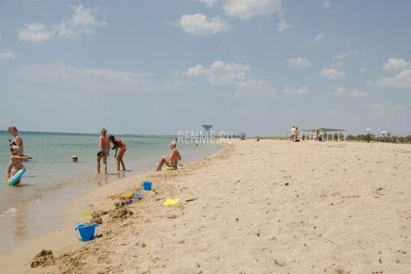"""Пляж пансионата """"Береговой"""". Пляжи Молочного"""