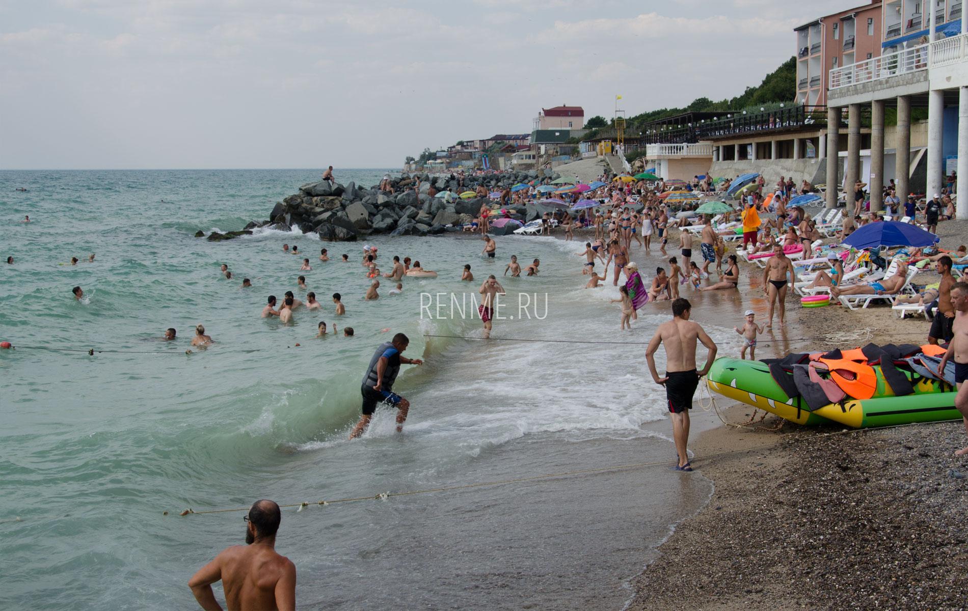 Пляж с развлечениями в Николавке. Фото Николаевки