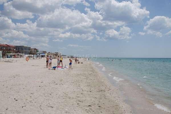 Крым где песчаные пляжи и чистое море. Фото Штормового