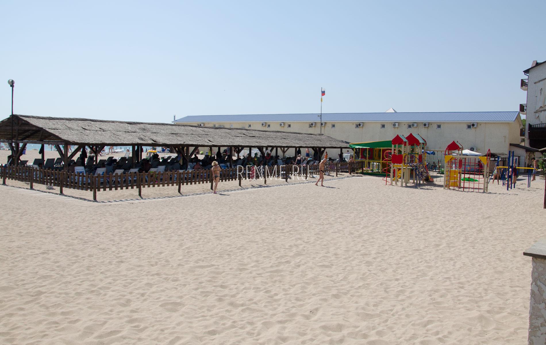 """Песчаный пляж """"Оазис"""". Фото Евпатории"""