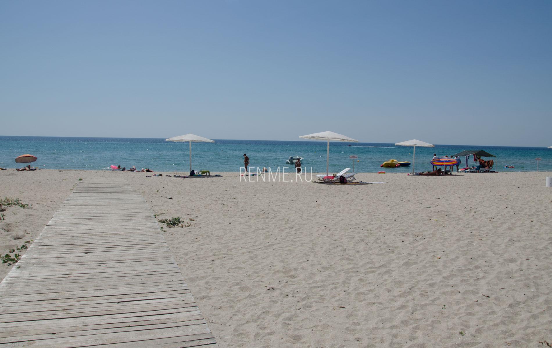 Крымский песчаный пляж. Фото Штормового