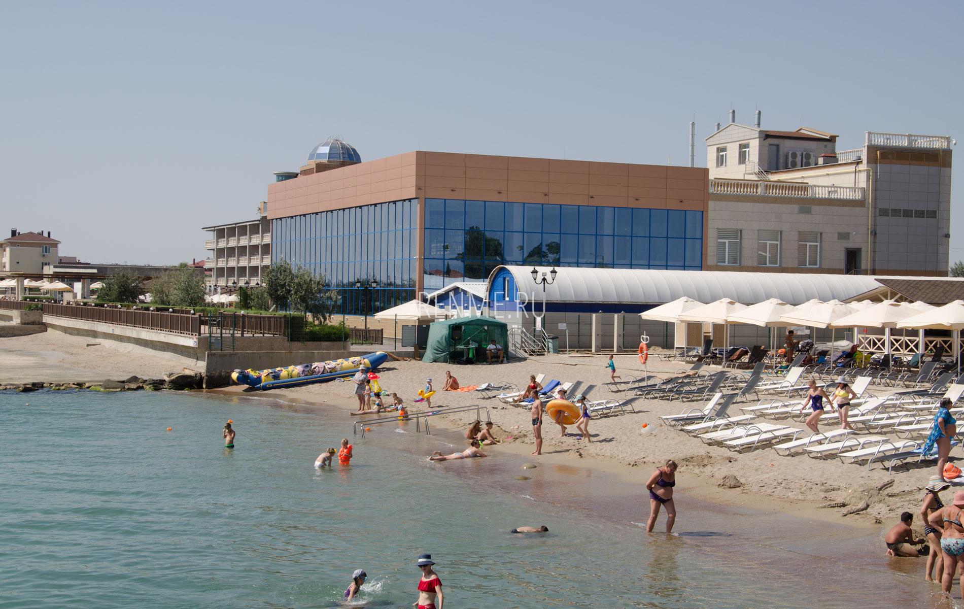 Песчаный пляж для отдыха. Фото Евпатории