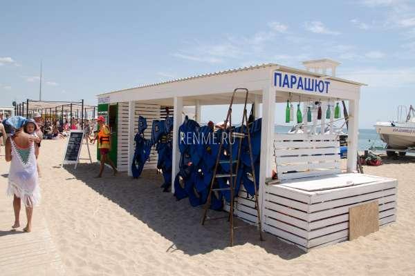 Развлечения на пляже для взрослых в Крыму. Фото Заозёрного