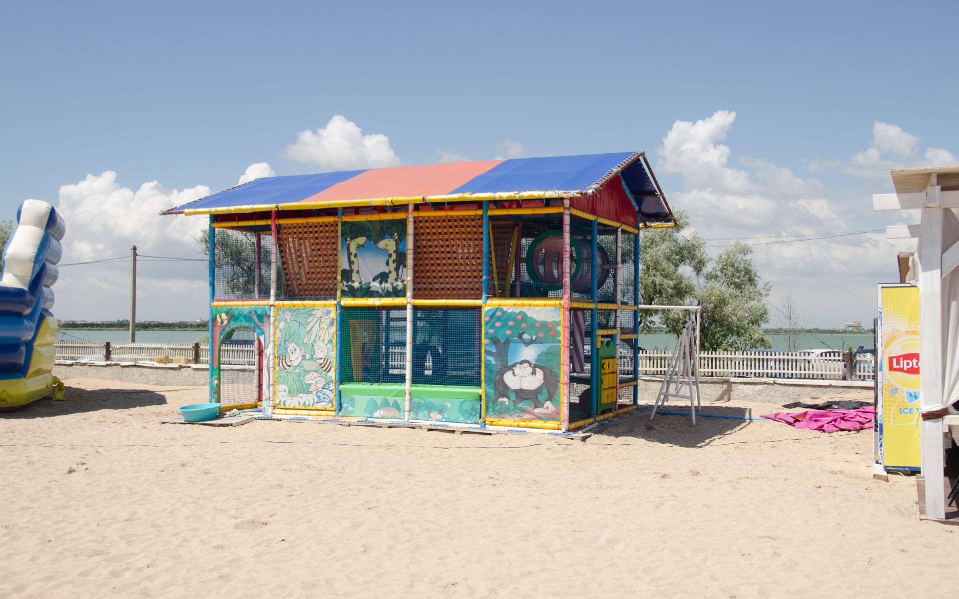 Детская площадка на пляже 2019. Фото Евпатории