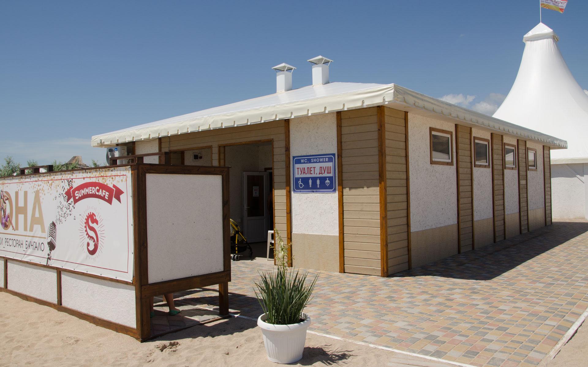 Душ, туалет на пляже 2019. Фото Евпатории