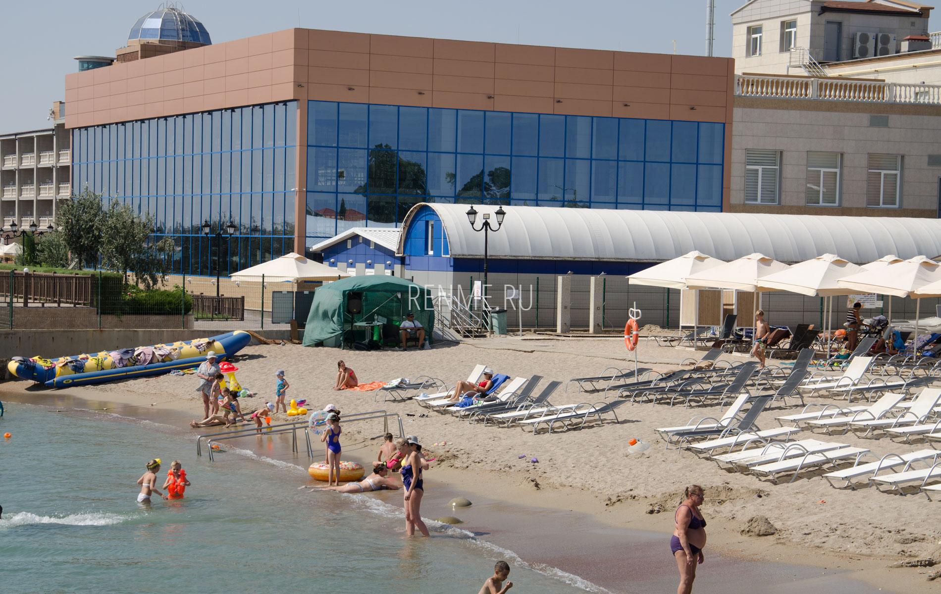 Отель с песчаным пляжем. Фото Евпатории