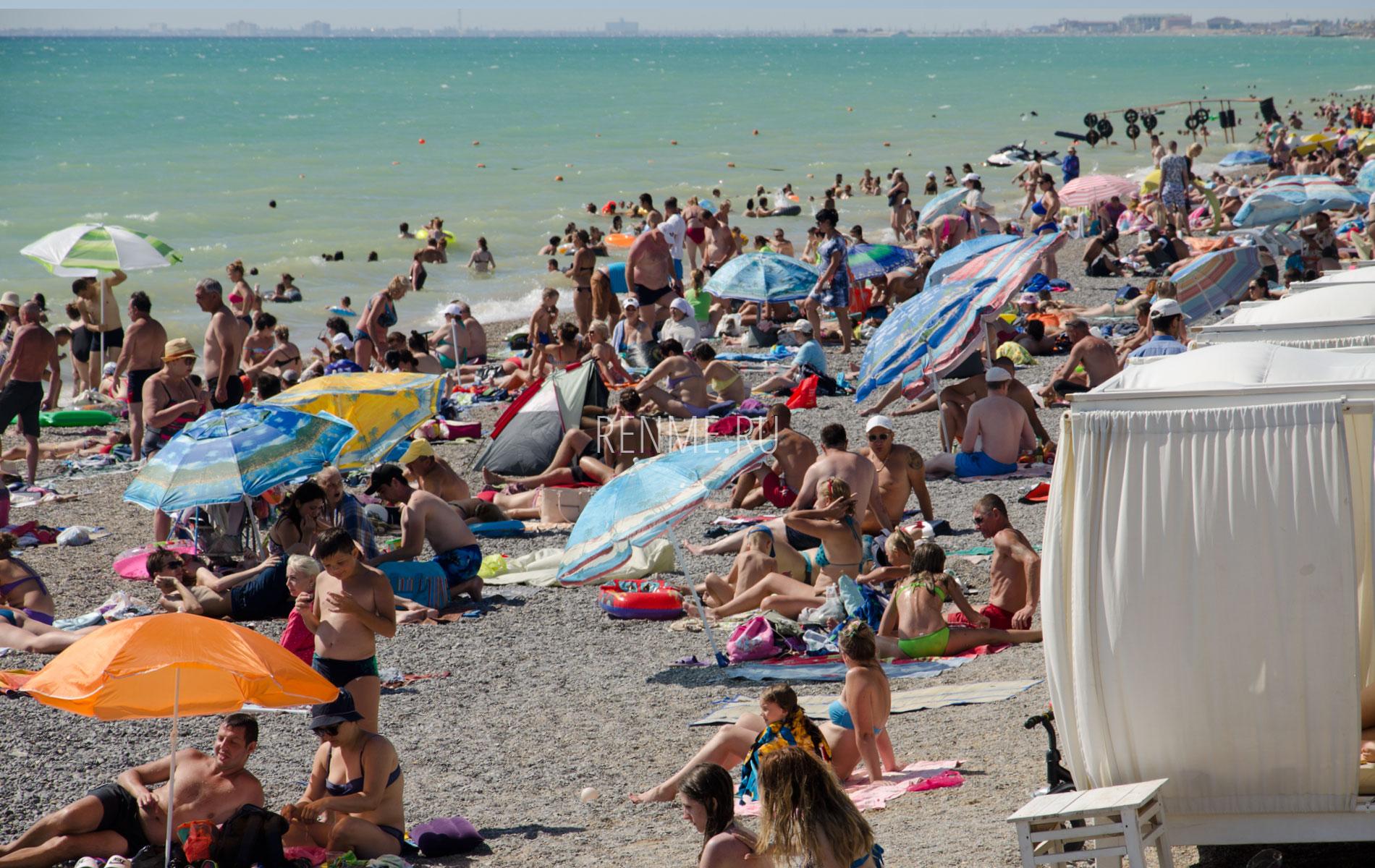 Пляжная жизнь в июле. Фото Новофедоровки