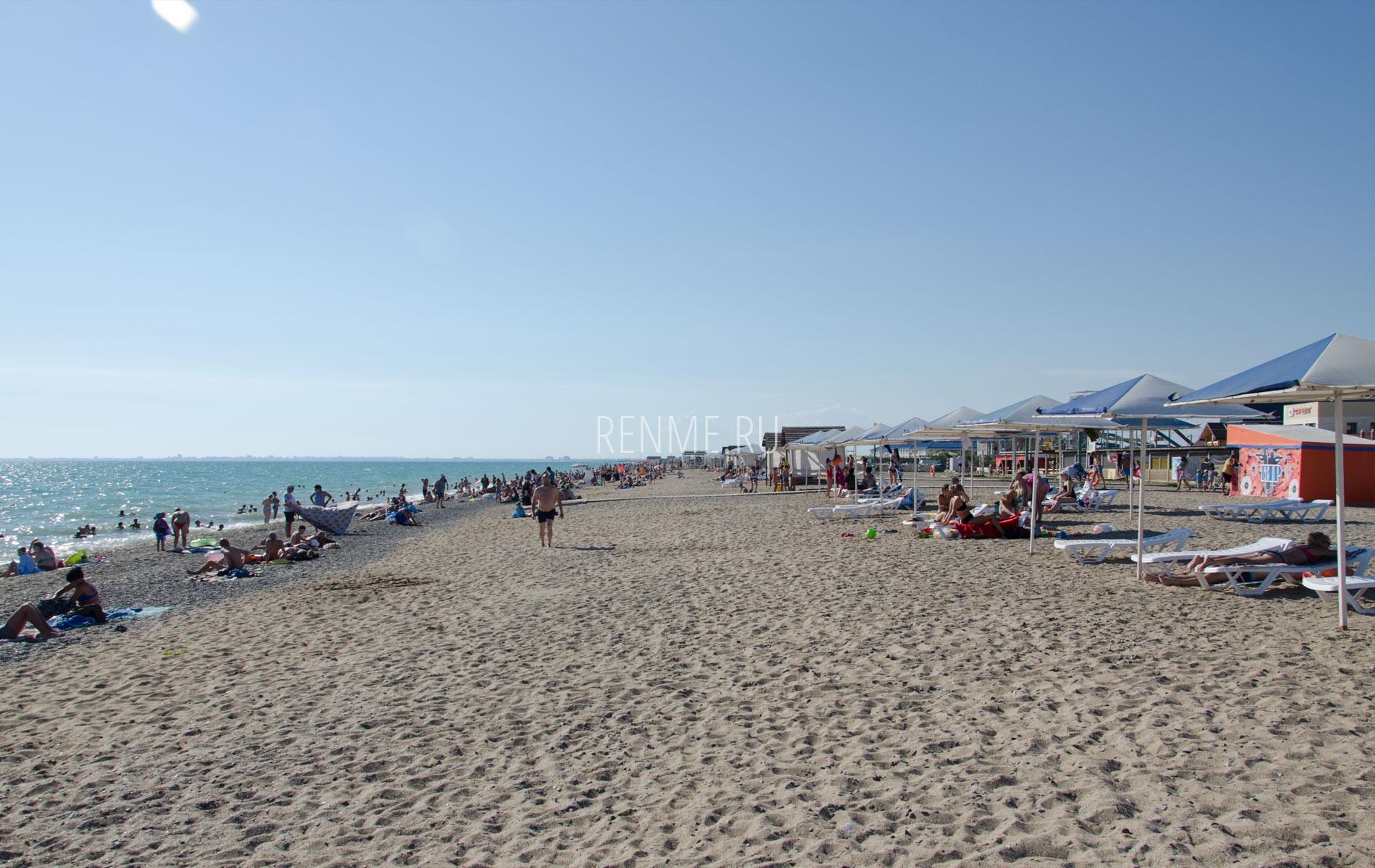 Галечно-песочный пляж. Фото Прибрежного