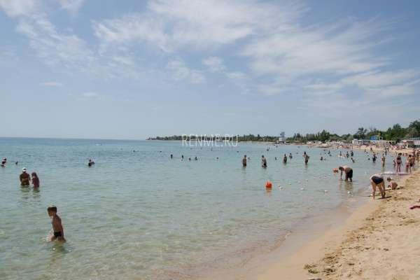 Море в Заозёрном в июле 2020. Фото Заозёрного