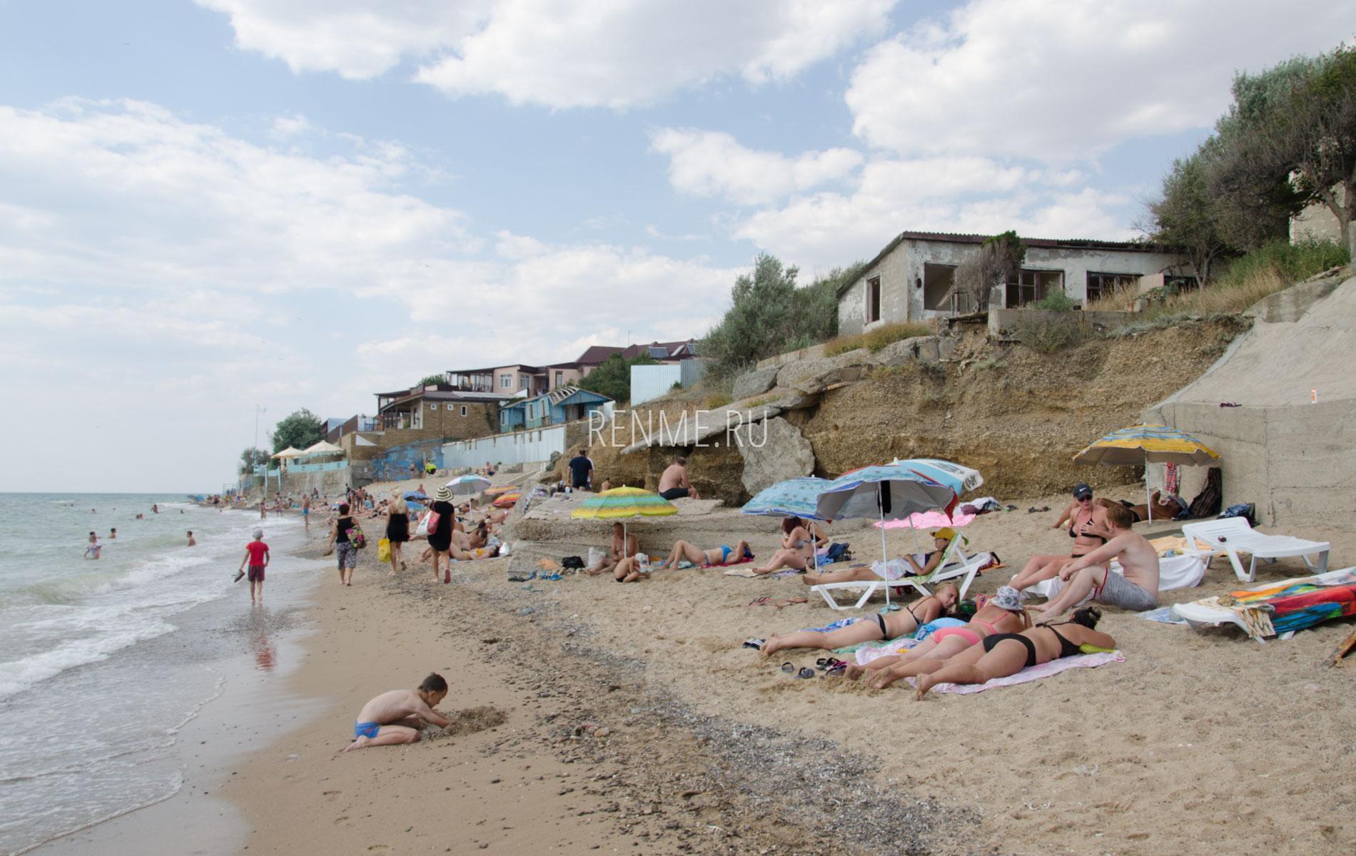 Песочный пляж летом. Фото Николаевки