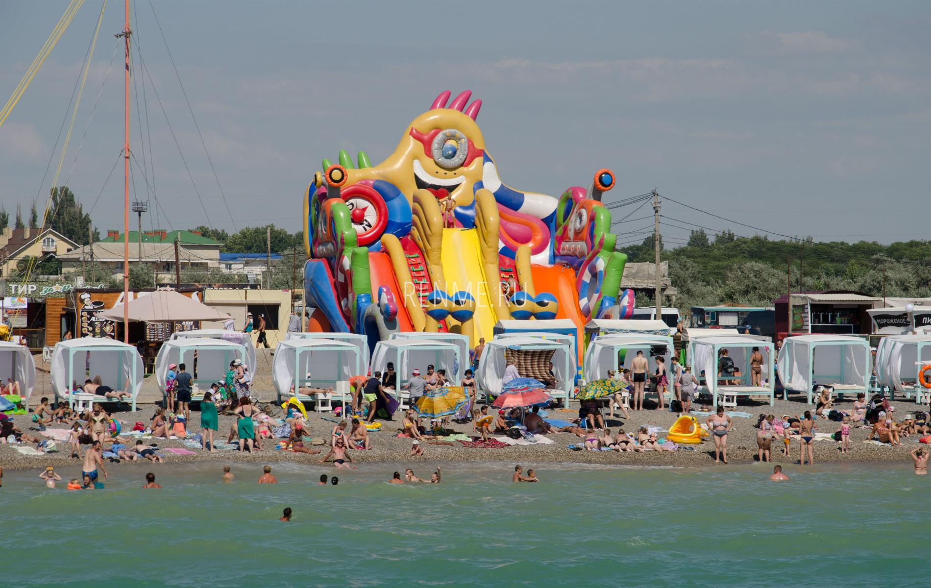 Развлечения на пляже в Новофедоровке. Фото Новофедоровки