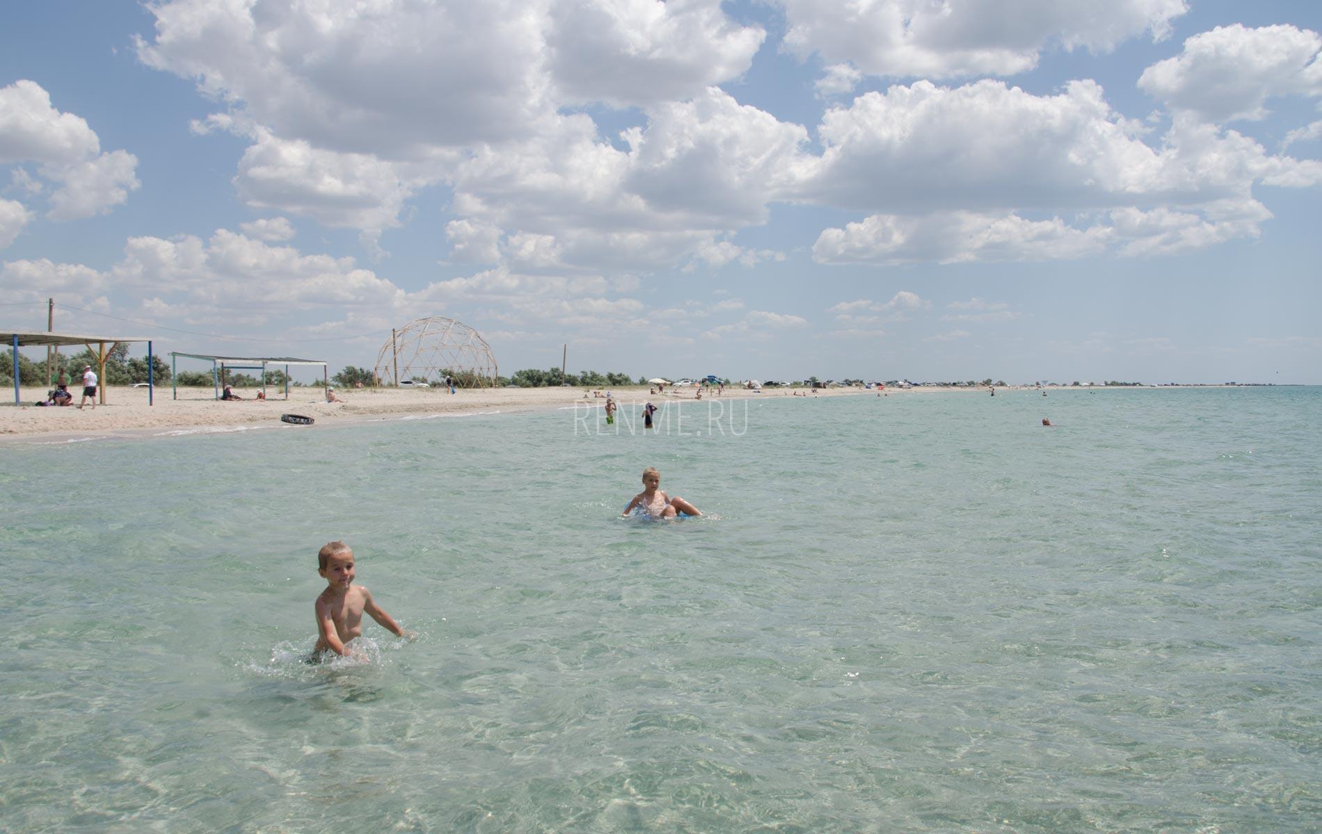 Дети на море в Крыму. Фото Штормового