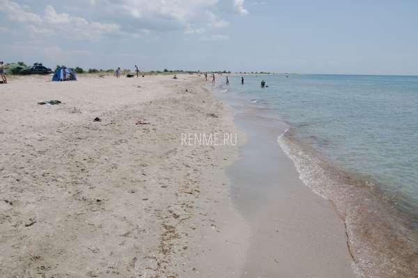 Песчаный берег Крыма. Фото Штормового