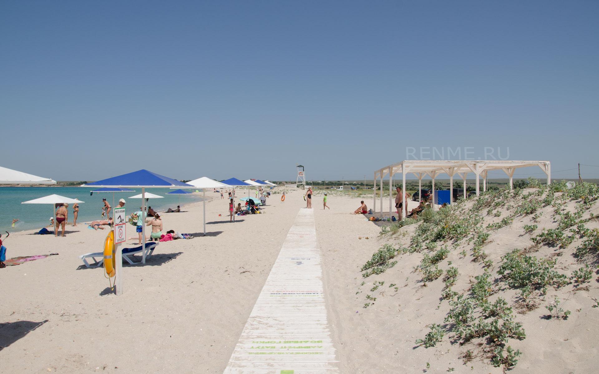 Чистый песчаный пляж. Фото Оленевки
