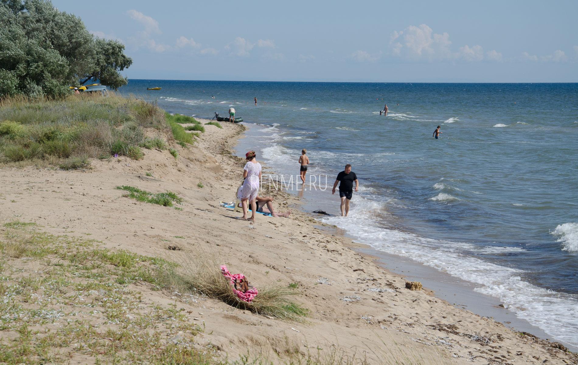 Дикий песочный пляж. Фото Заозёрного