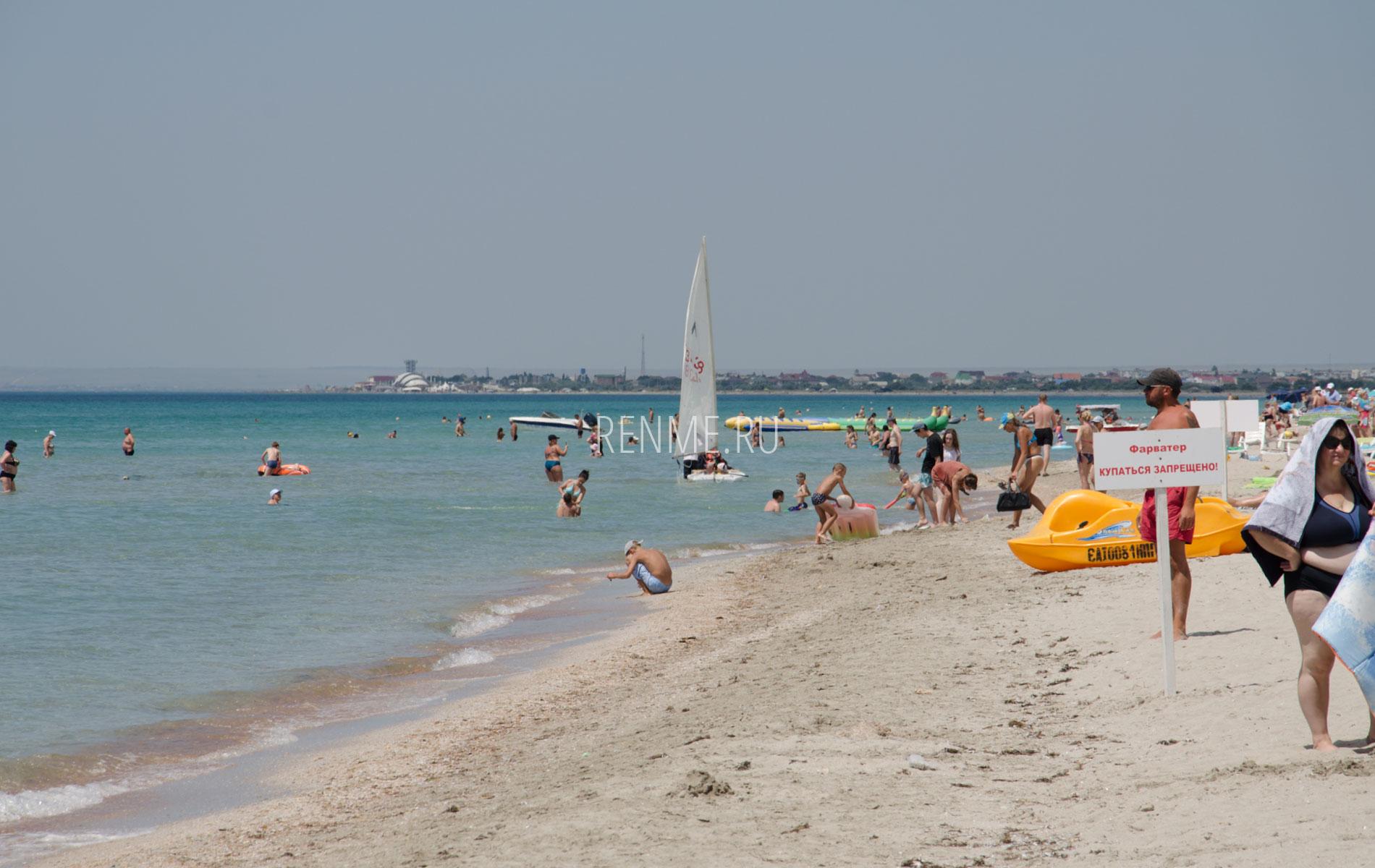 Отдых на пляже с белым песком. Фото Штормового