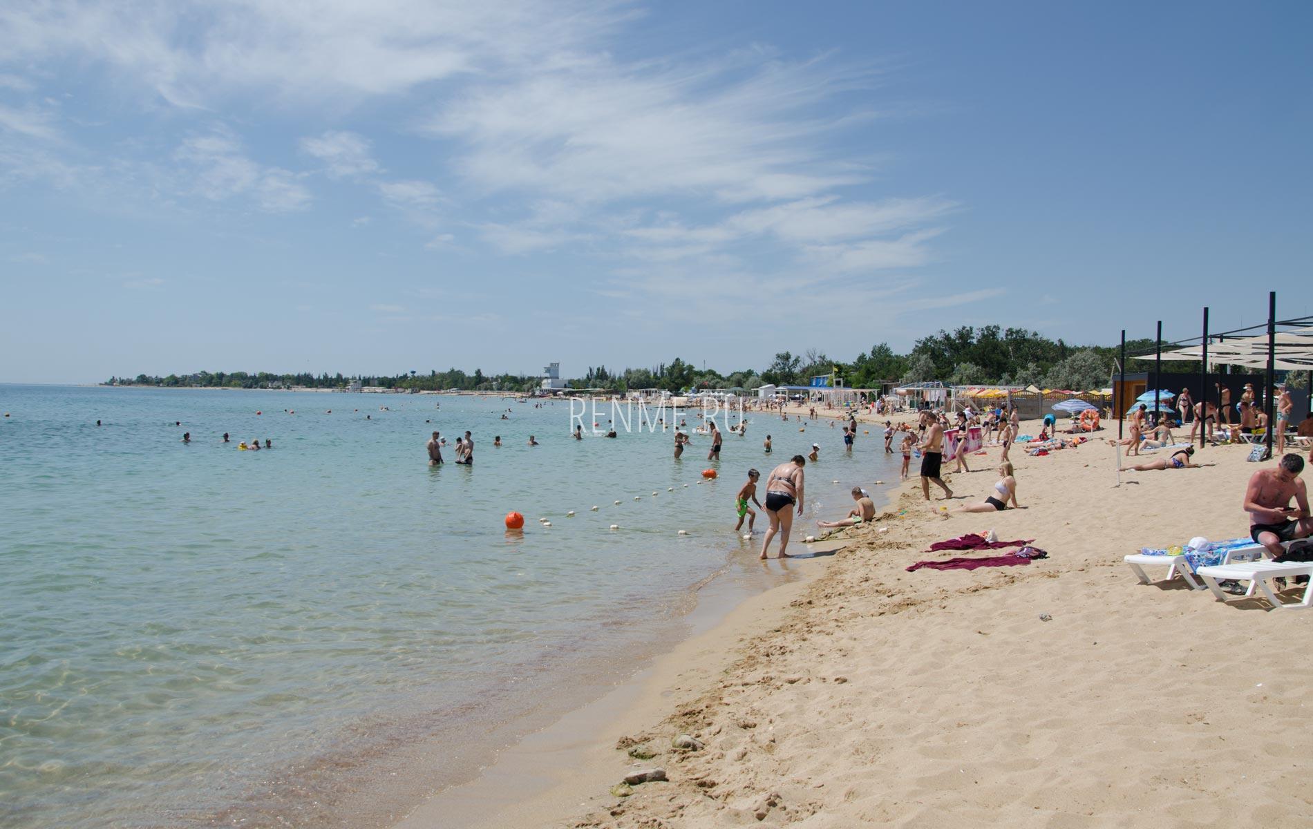 Песчаный залив в Заозёрном. Фото Заозёрного
