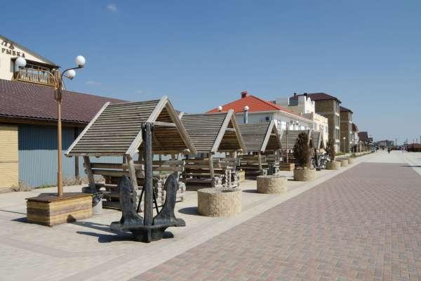 Набережная Прибрежного летом. Фото Прибрежного