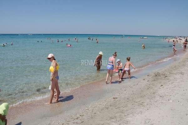 Центральный поселковый пляж Штормового. Пляжи Штормового
