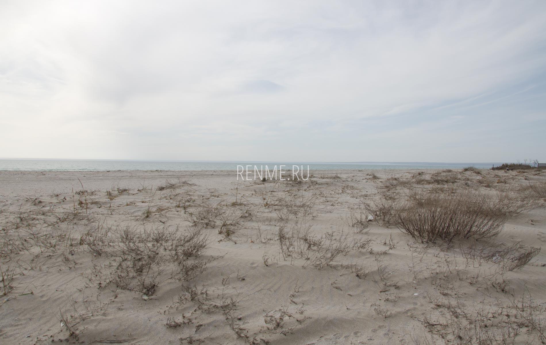 Дюны на пляже в Мирном. Фото Мирного